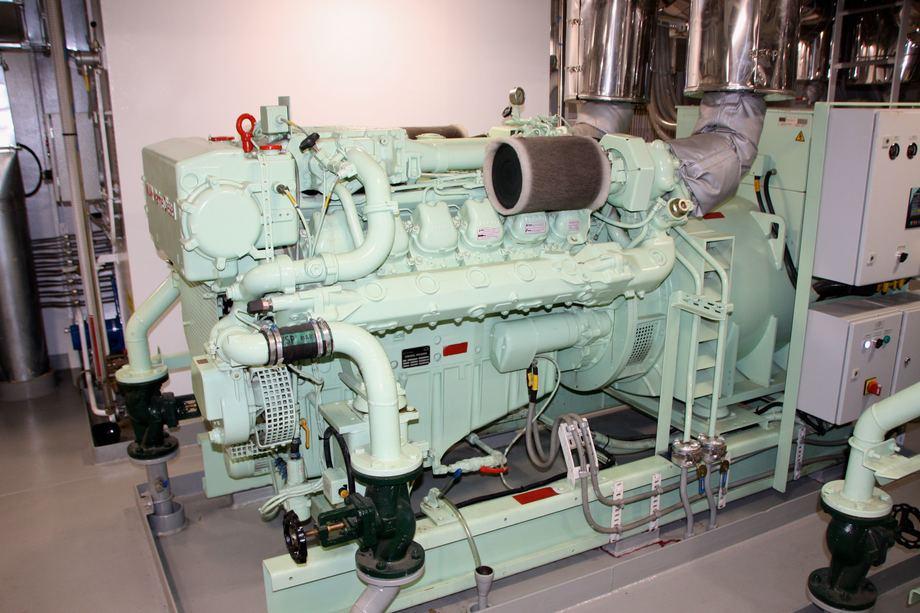 <p>Hovedgeneratorer: 2 sett av620kW @ 1800 RPM /Lindenberg - MAN D 2842 LE301. Foto: Andrea B&aelig;rland</p>