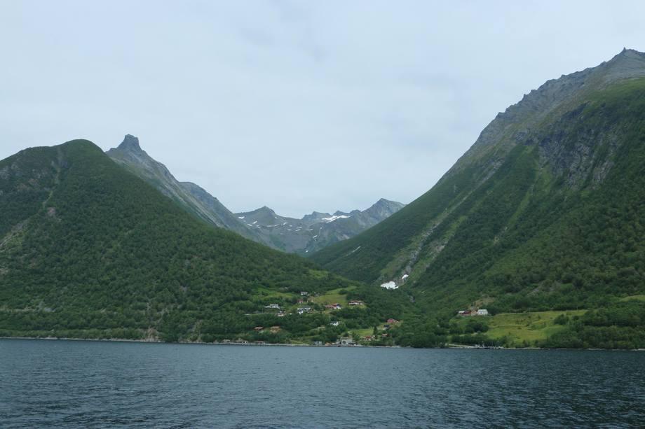The Fjords har åpnet turistrute i naturskjønne  Hjørundfjorden. Foto: Sigbjørn Larsen.