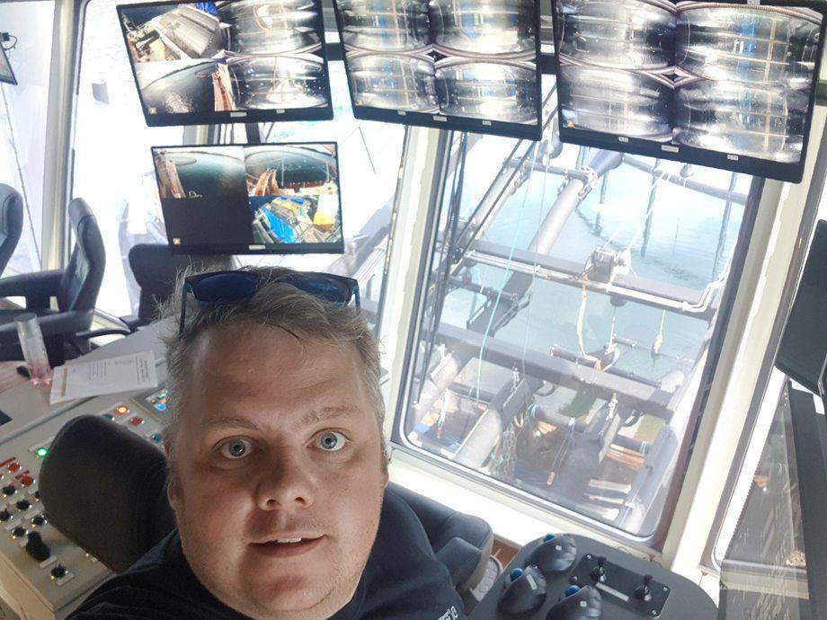 <p>Hans Martin Flasnes (33) jobber på avlusingslekterne til Hydrolicer, og Kyst.no har fått et lite innblikk i hans hverdag som prosessoperatør. Foto: Hydrolicer.</p>