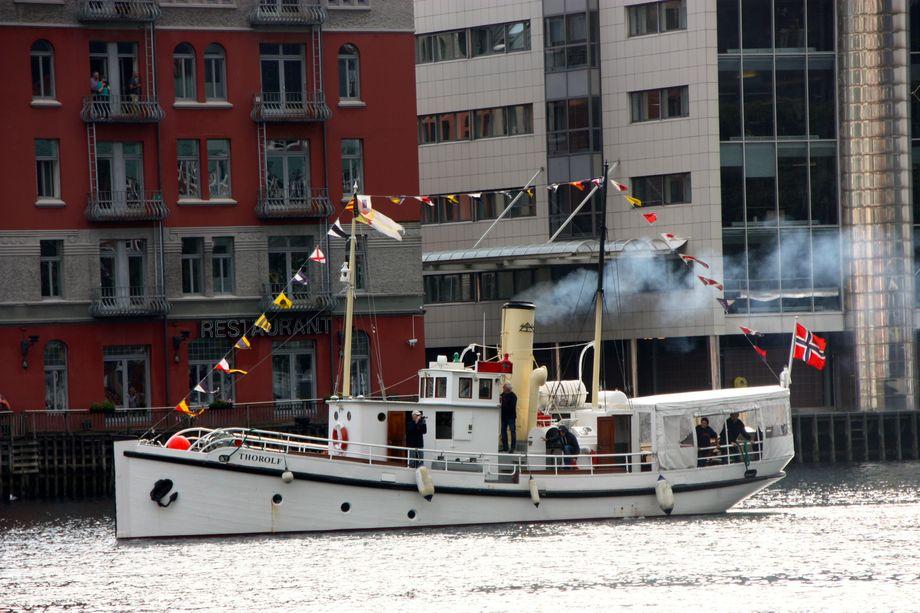 <p>Gleden var stor da ogs&aring; &ldquo;Thorolf&rdquo; kom helskinnet til Bergen. Foto: Andrea B&aelig;rland</p>