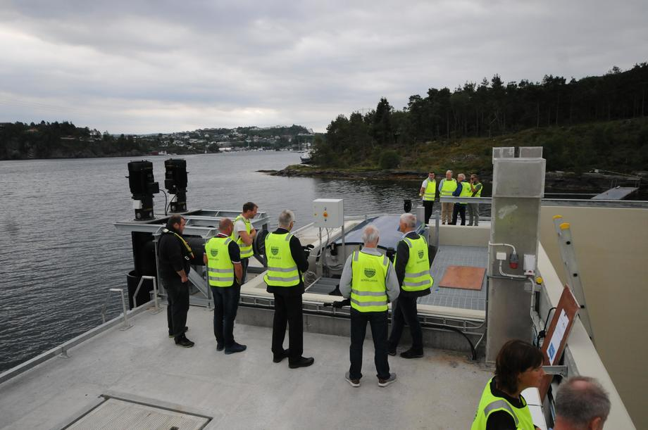 <p>Mange var invitert til å beskue merden. Foto: Pål Mugaas Jensen/Kyst.no</p>