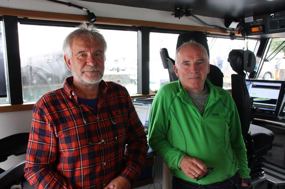 <p>Til hverdags er Einar Johan Vallestad og Per Magne Hansen pensjonister, men noen uker i året stepper de inn som vikarer. Foto: Andrea Bærland</p>