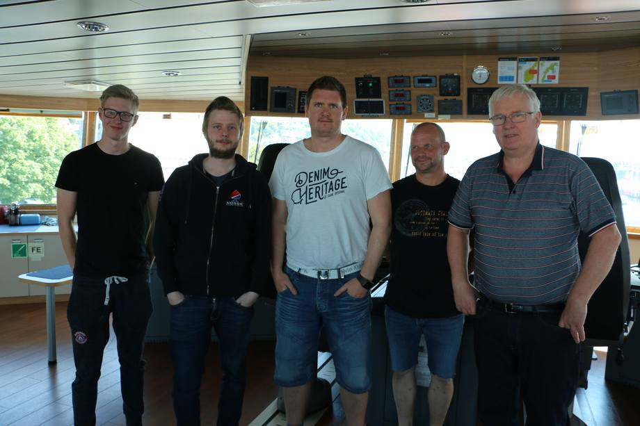 <p>Adrian Lillebø, Henrik Skodjereite, Jøran Kvernen, Jarmo Toivonen og kaptein Åge Stave</p>
