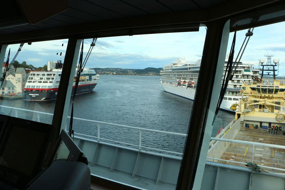 <p>Fart&oslash;yet er sjeldent i Bergen, men n&aring; har de ligget i byen i nesten to uker. Foto: Andrea B&aelig;rland</p>