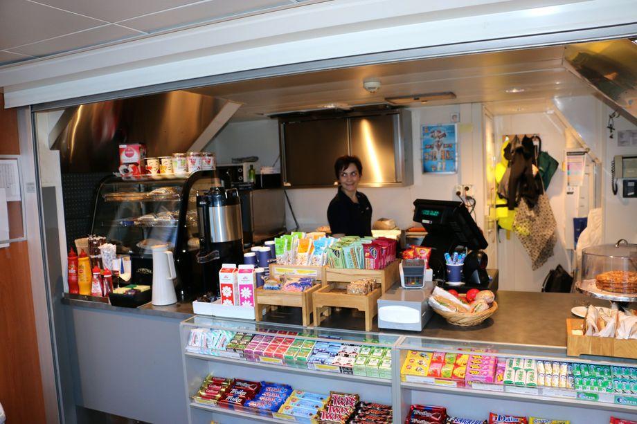 <p>Nesodden-fergen har en sikkerhetsbemanning på fire personer, og en person i kiosken. Foto: Andrea Bærland</p>