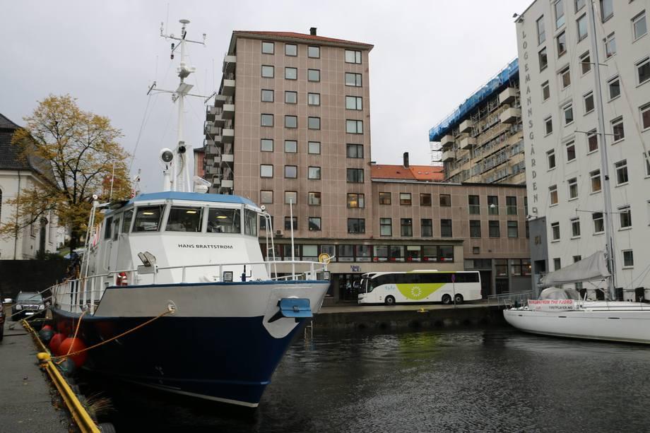 <p>Skipsbesøk på «Hans Brattström»</p>