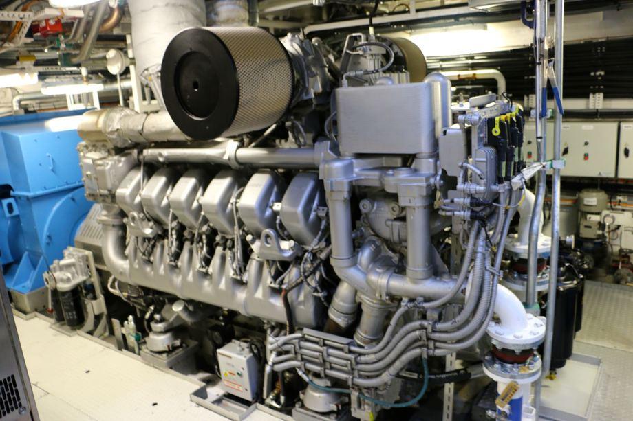 <p>Skipet har dieselelektrisk fremdriftsmaskineri levert av Norwegian Electric Systems med 4 x MTU 12V 4000M33S dieselmotorer fra Bertel O. Steen, hver med ytelse p&aring; 1560 kW. Foto: Andrea B&aelig;rland</p>