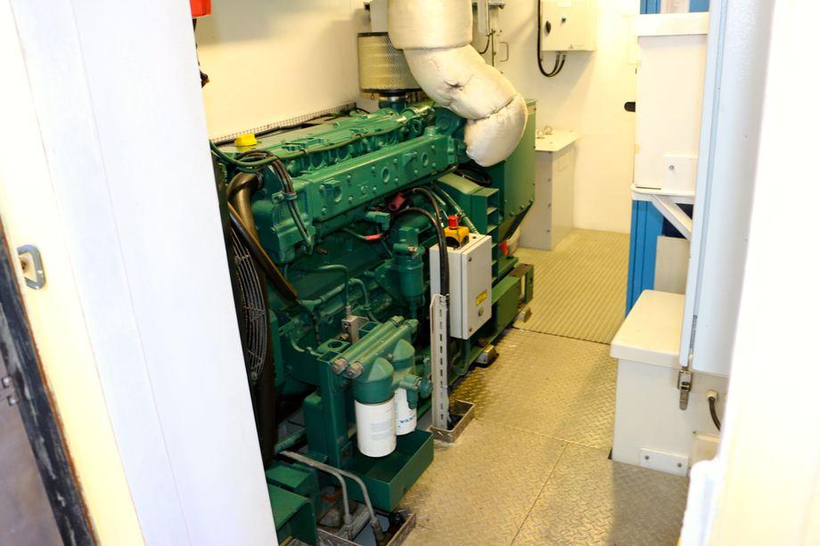 <p>Nødaggregatet er en Volvo Penta D7A-T motor på 99 kW. Foto: Andrea Bærland</p>