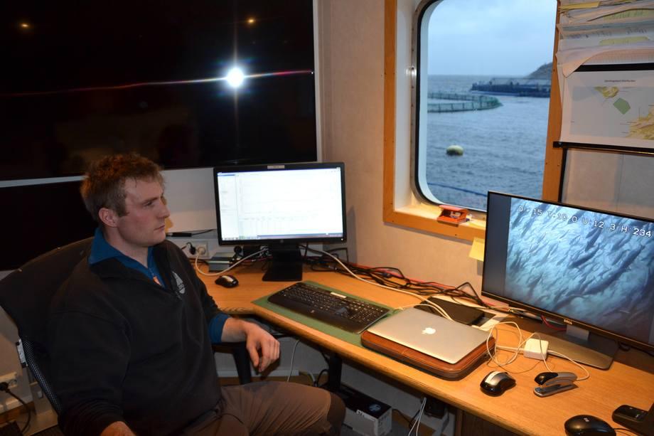 <p>Her kan de følge med på Aquatraz-fisken. Den fôres riktignok fra Midt-Norsk Havbruk sin fjernfôringssentral i Rørvik. Foto: Ole Andreas Drønen.</p>