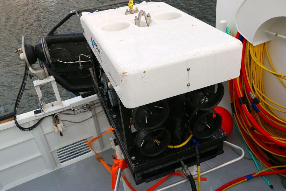 <p>Fart&oslash;yets ene ROV fra Sperre p&aring; dekk. Foto: Andrea B&aelig;rland</p>