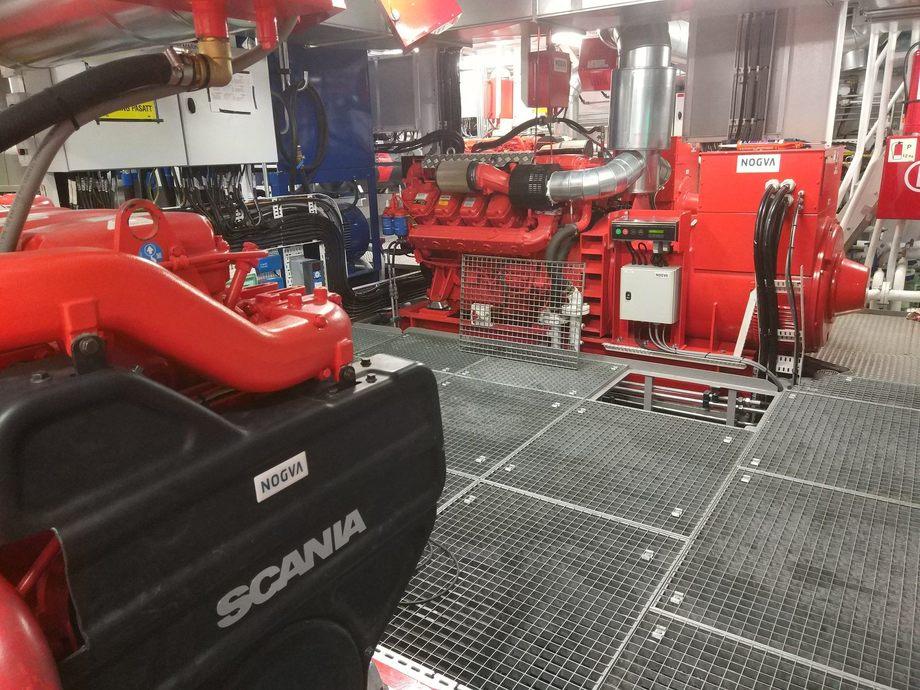 <p>Maskinrommet om bord det nye fart&oslash;yet som ble levert av Sletta Verft. Foto: Sletta Verft</p>