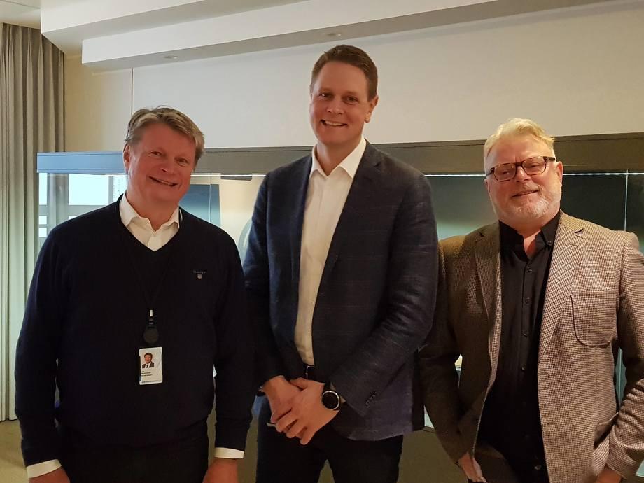 Fra v.: Lars Gørvell-Dahll, bransjesjef i Norsk Industri (NHO), Harald Solberg, administrerende direktør i Norges Rederiforbund og Gustav Erik Blaalid, ansvarlig redaktør i Skipsrevyen og juryformann.