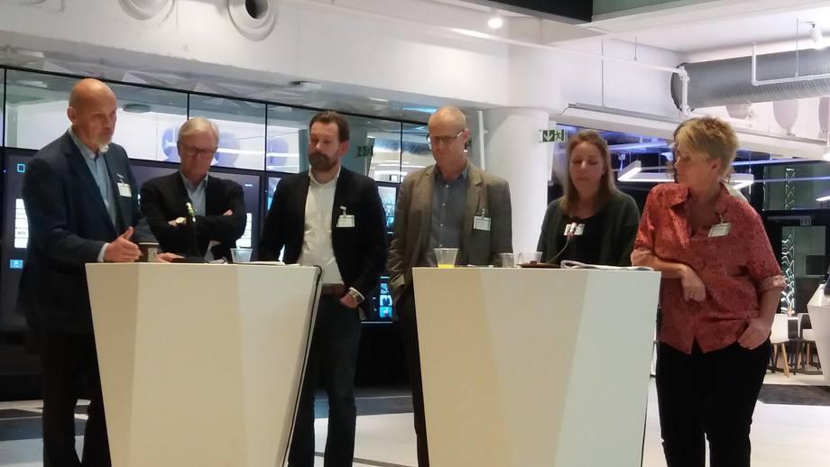 Henrik Stenwig (Sjømat Norge) ,Odd Magne Rødseth (AquaGen), Petter Frost (medlem av Bioteknologirådet), Anna Wargelius  (Havforskningsinstituttet) og Aina Bartmann (Nettverk for GMO-fri mat og fôr), Erik Sterud (Norske Lakseelver) i debatt om bruk av CRISPR i lakseproduksjon. Foto: Harrieth Lundberg.