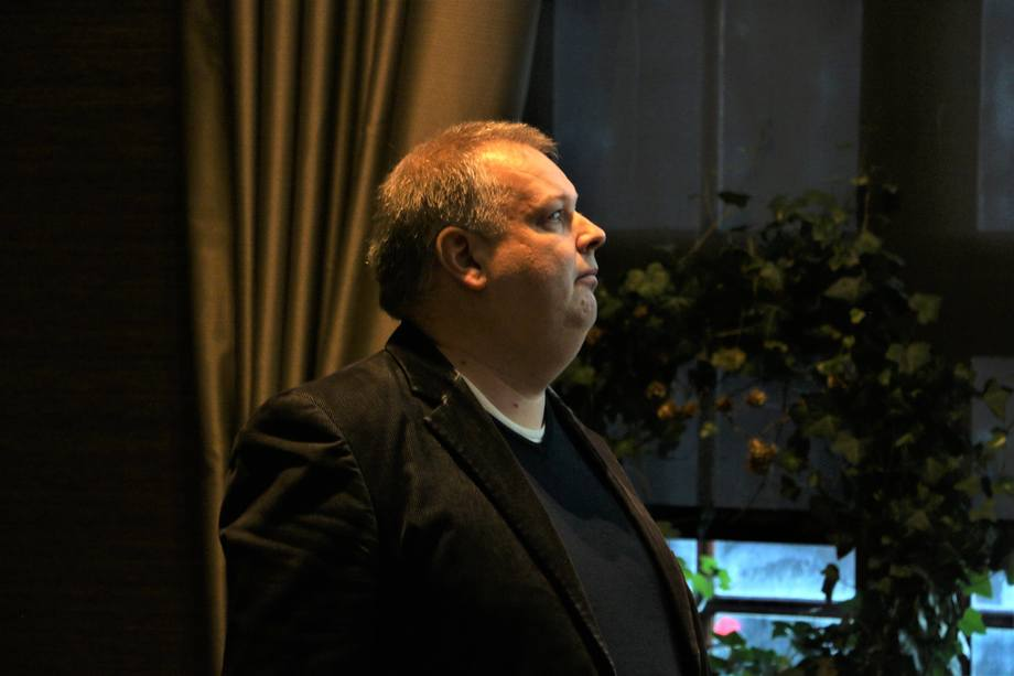 <p>Kim Espen Tepstad, General Manager Sales LNG Engines snakket om erfaringer og muligheter. Foto: Vibeke Blich</p>