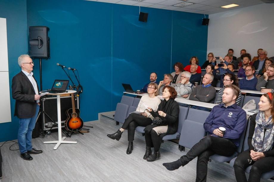 <p>Seminar arrangert av Namdal Rensefisk under åpningen av deres nye avlsstasjon. Foto:Namdal Rensefisk.</p>