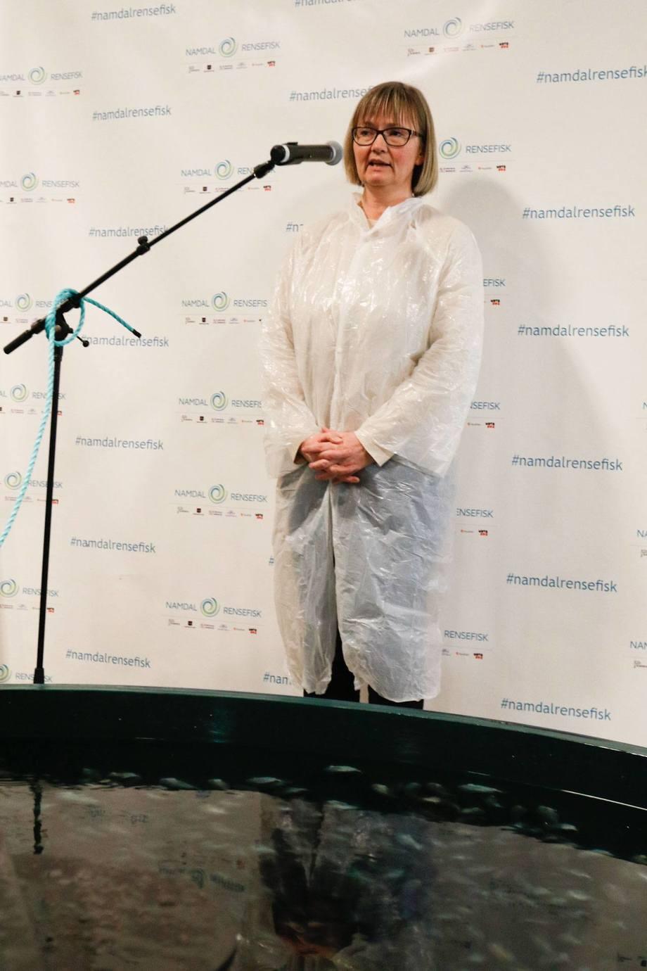 <p>Nina Santi i AquaGen her under åpningen av Namdal Rensefisk sin nye avlsstasjon. Foto:Namdal Rensefisk.</p>