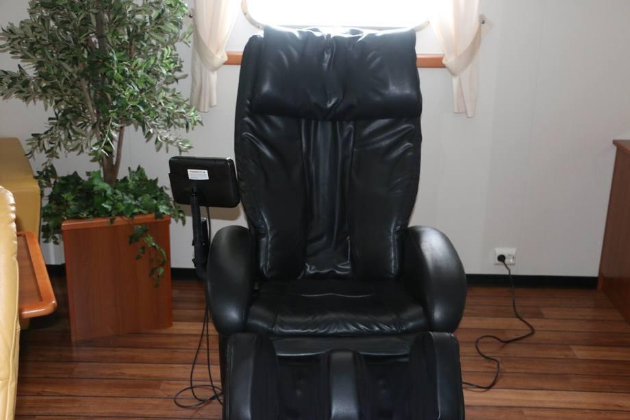 <p>Etter et hardt skift kan det v&aelig;re godt en runde i massasjestolen. Foto: Helge Martin Markussen</p>