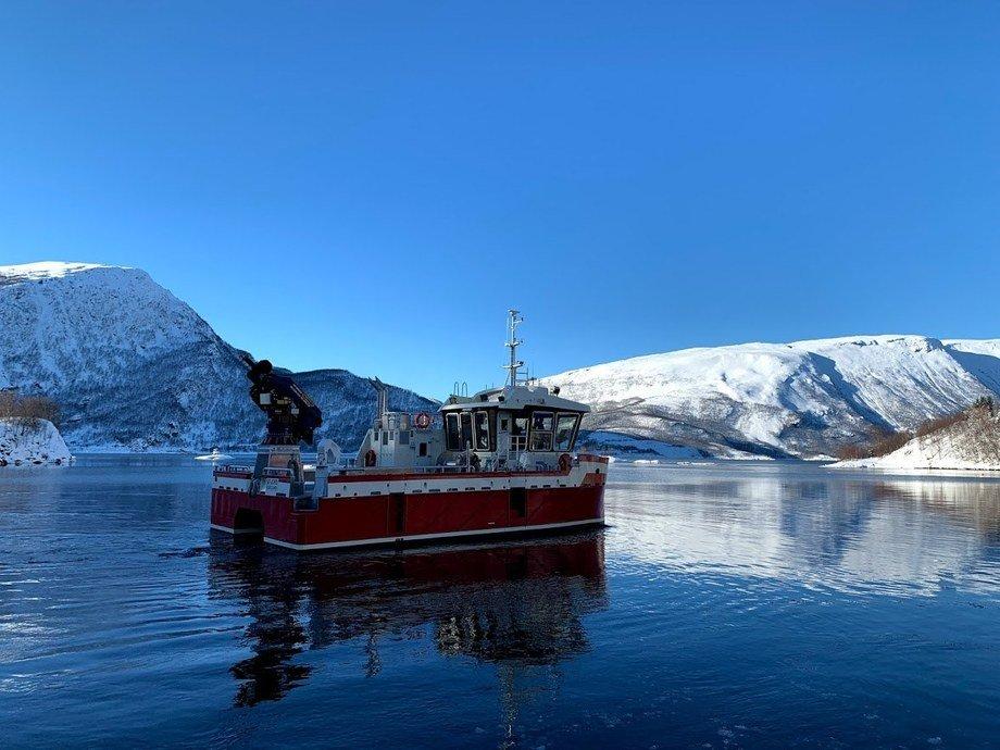 Fartøyet «Sifjord» er en oppdrettskatamaran med hoveddimensjoner 14,99 x 8,8. Foto: Grovfjord Mek. Verksted.