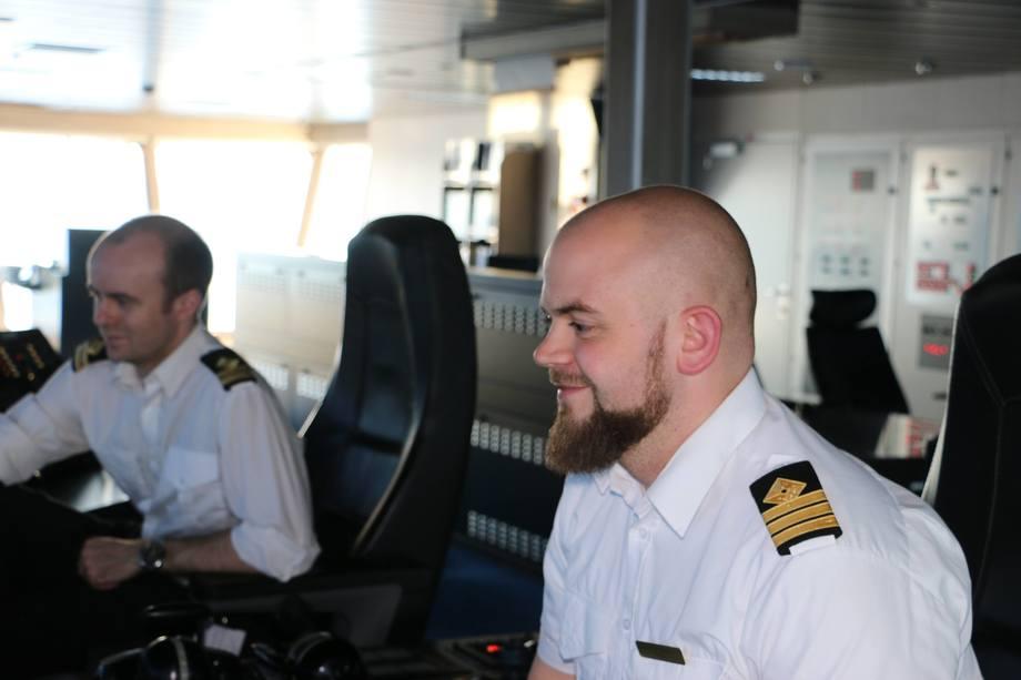 <p>Styrmann Adam Mørksted og overstyrmann Kasper Bak Christensen</p>