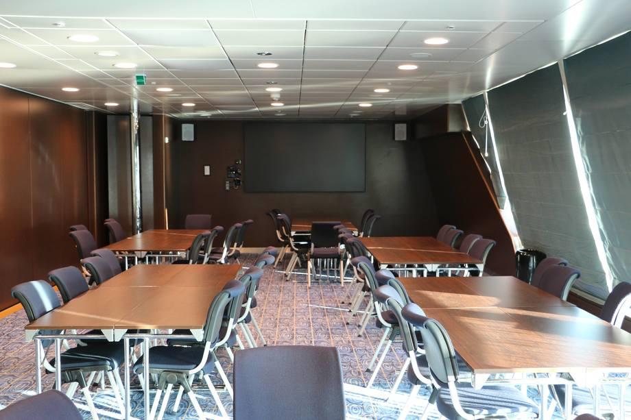 <p>Skipet har også plass til å arrangere møter eller konferanser</p>
