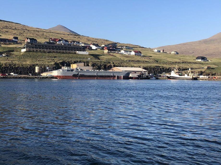 La barcaza estará anclada en el centro de cultivo llamado Vikum, en la costa oeste de las Islas Feroe. Foto: JT electric.