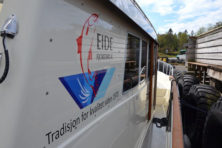 <p>Båten til Eide Fjordbruk stod klar for å hente fiskeriministeren.</p>