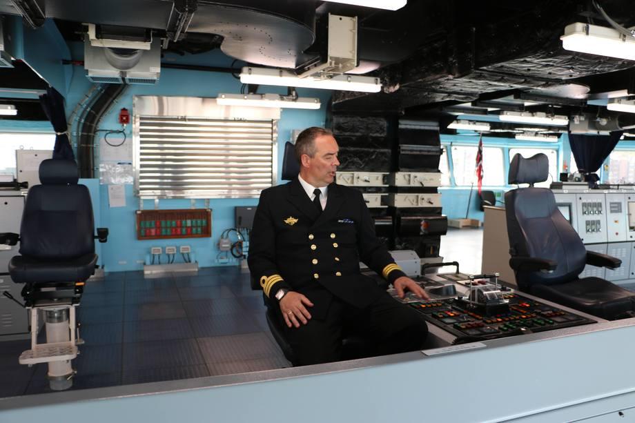 <p>NK Richard Salomonsen på sin arbeidsplass. Foto: Helge Martin Markussen</p>