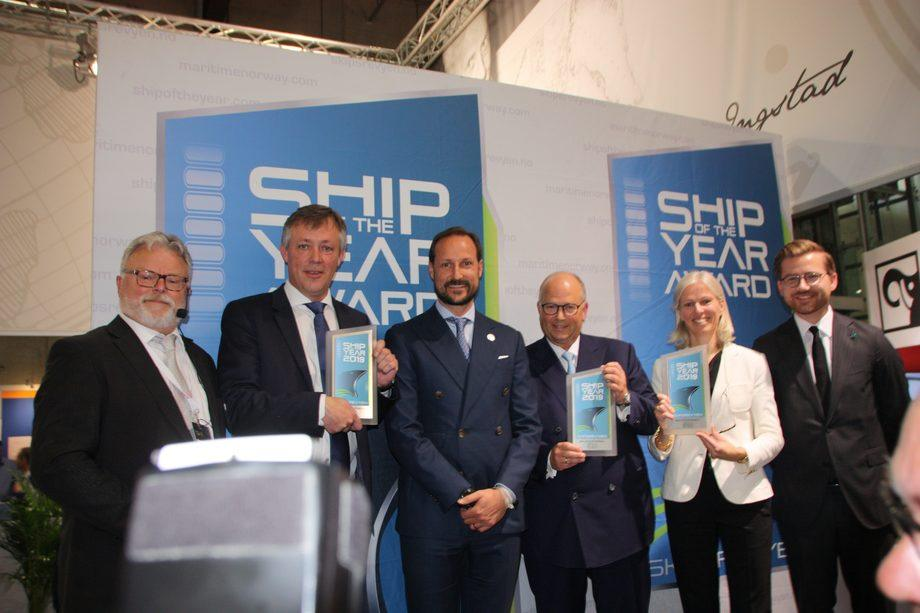 Ship og the Year 2019. From left: Gustav-Erik Blaalid, chairman of the jury and editor in chief Skipsrevyen, Anders Straumsheim, Fosen Yards AS, HRH Crown Prince Haakon Magnus, Trond Kleivdal, Color Line AS, Gunvor Ulstein, Ulstein Verft AS and Sveinung Rotevatn, Secretary of the Ministry of Climate and Environment. Photo: Sigbjørn Larsen