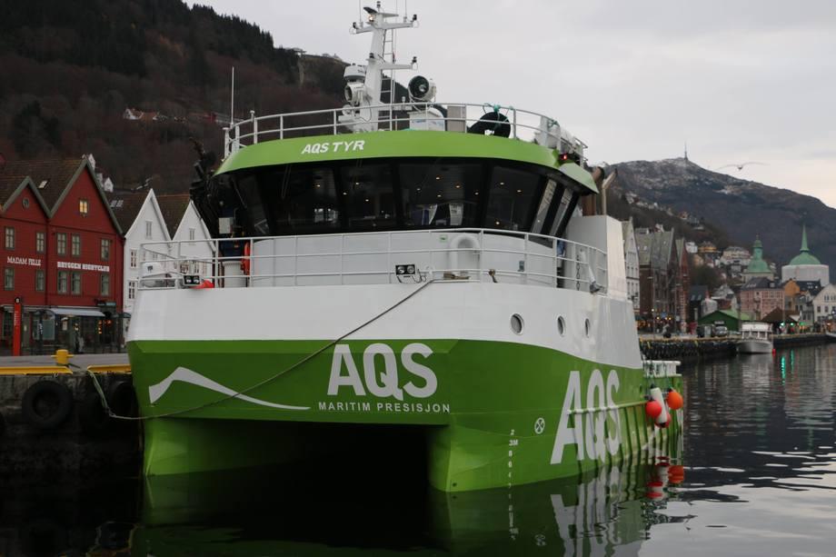 <p>AQS «Tyr» er en servicekatamaran i stål, utrustet for alle typer serviceoppdrag. Foto: Margarita Savinova.</p>