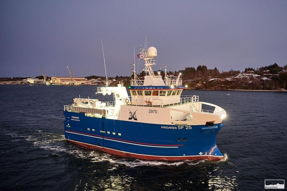Søsterskipet «Þinganes» er også overlevert. Foto: Vard/Brunes Foto