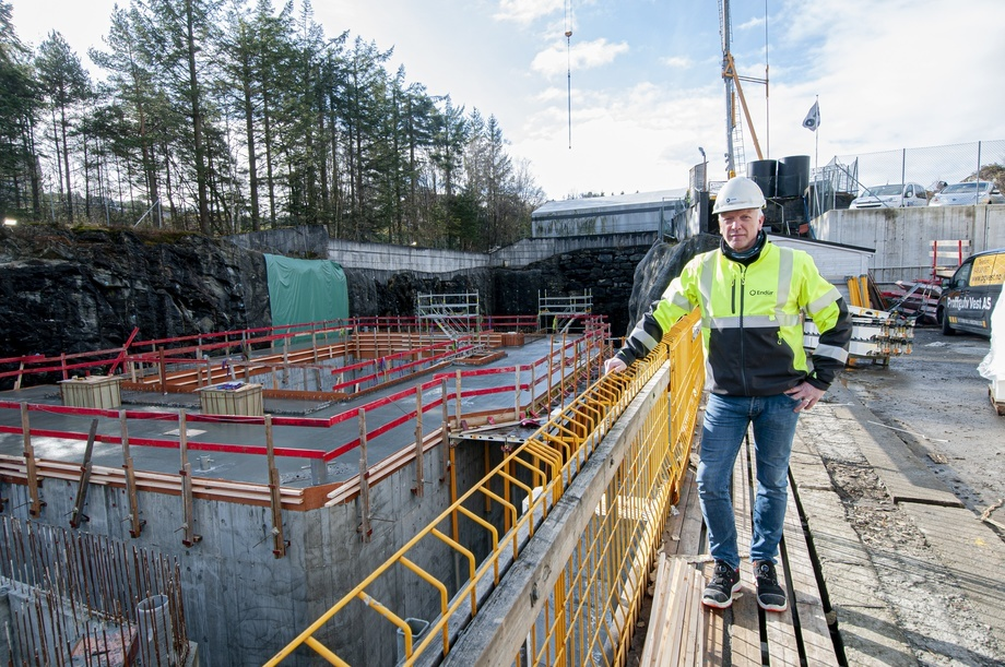 <p>Frode Johanssen er prosjektleder i Endure Sjøsterk. Her står han ved det som skal bli til to nye Lerøy-flåter.</p>