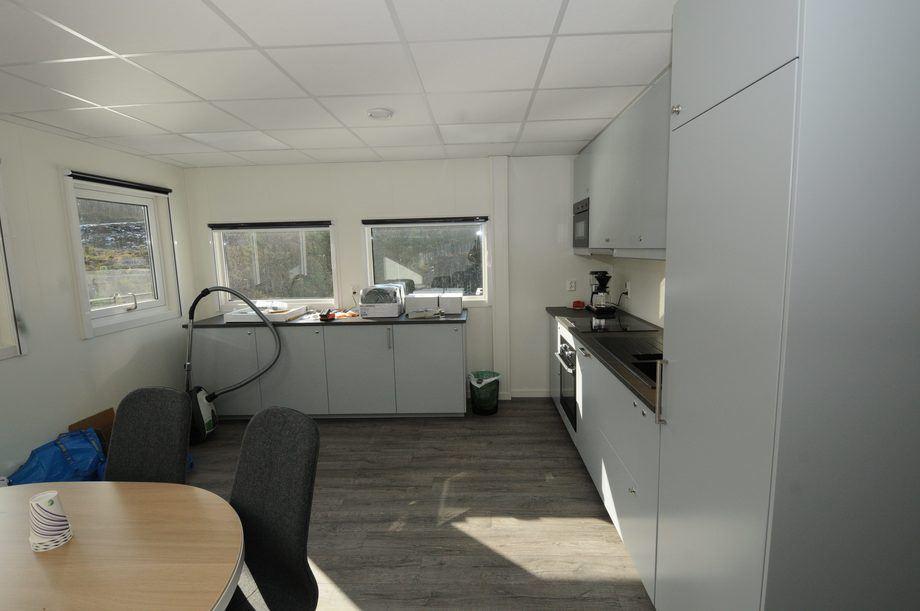 <p>Kjøkkenet, slik det så ut dager før avreise. Fremdeles noen detaljer som gjenstod.</p>