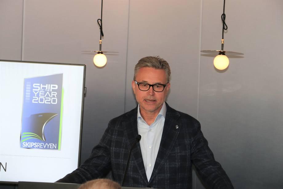 <p>Prisutdeler var Fiskeri- og sjømatminister Odd Emil Ingebrigtsen. Foto: Helge Martin Markussen</p>