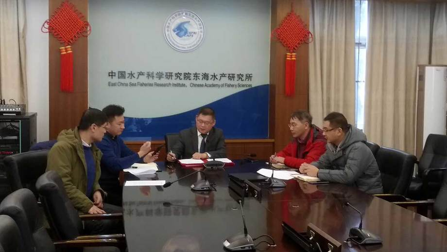 Wang Lumin, vice president of ECSFRI-CAFS, signs the MoU in China.