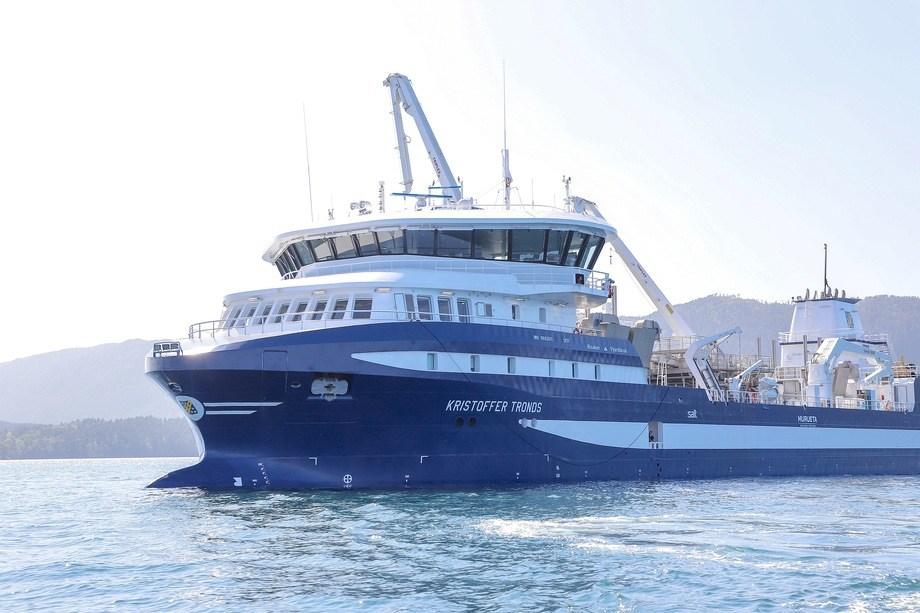<p>I slutten av mars kom den nye og morderne brønnbåten Kristoffer Tronds seglande inn til Alsaker Fjordbruk sitt hovudkontor på Onarheim på Tysnes. Foto: Marthe Eide/Grenda.</p>