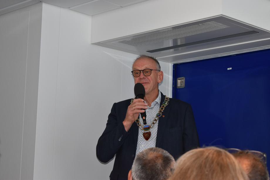 <p>Ordfører Bjørn Laugaland ønsket velkommen til Hjelmeland.Foto: Helge Martin Markussen</p>