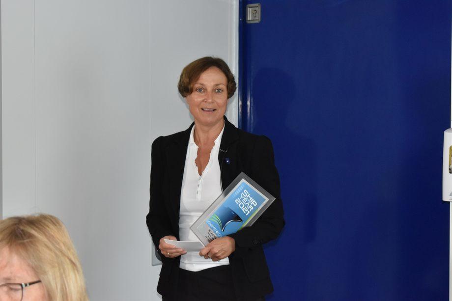 <p>Administrerende direlktør i Norled, Heidi Wolden, tok imot rederiets andre Ship of The Year pris.Foto: Helge Martin Markussen</p>