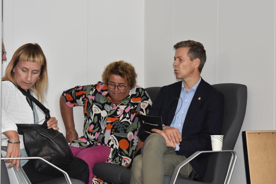<p>Også landbruksminister Olaug Bollestad (KrF) var til stede under utdelingen. Foto: Helge Martin Markussen</p>