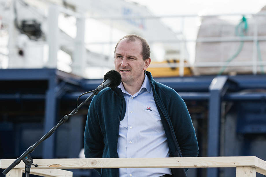 <p>Scottish Salmon Company managing director Ian Laister gives a speech during the reception at Glyvrar on Saturday. Photo: Bakkafrost.</p>