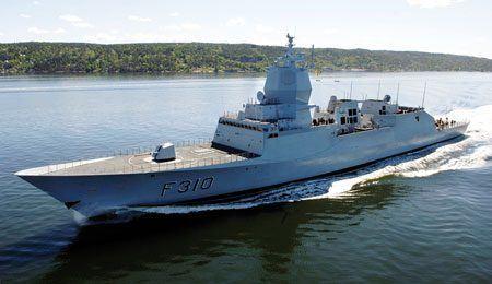 Bildet viser KNM«Fridtjof Nansen». Fotos:Torbjørn Kjosvold (FMS) og Magne Åhjem,Sjøforsvaret.