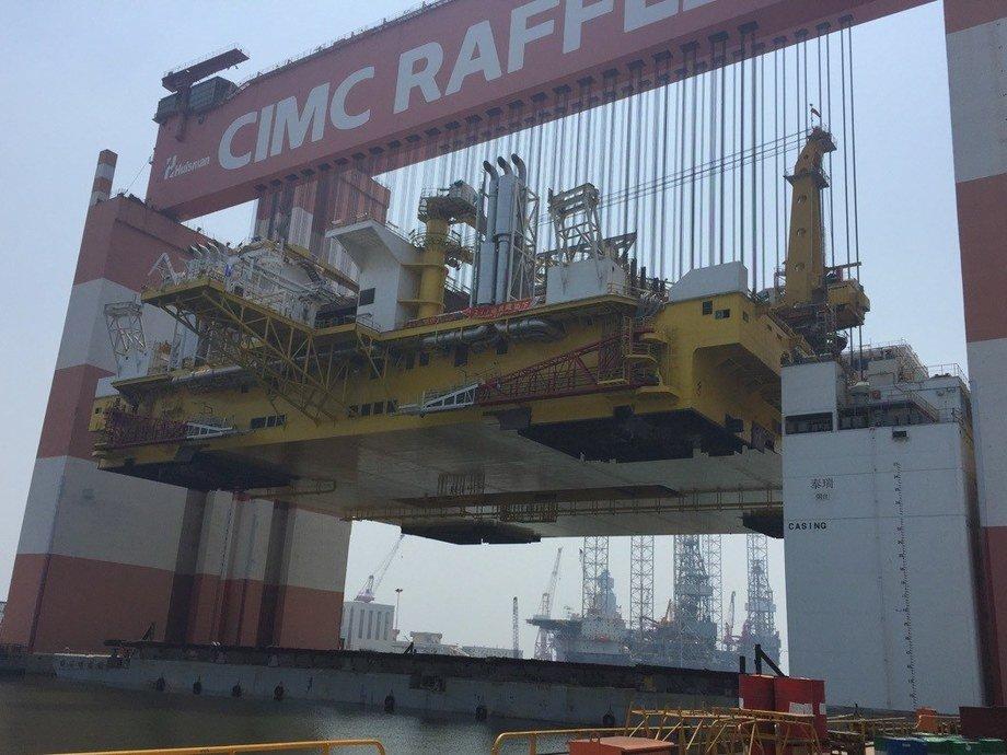 Frigstad Deepwater Rig Alfa mating operation at Yantai CIMC Raffles Offshore.