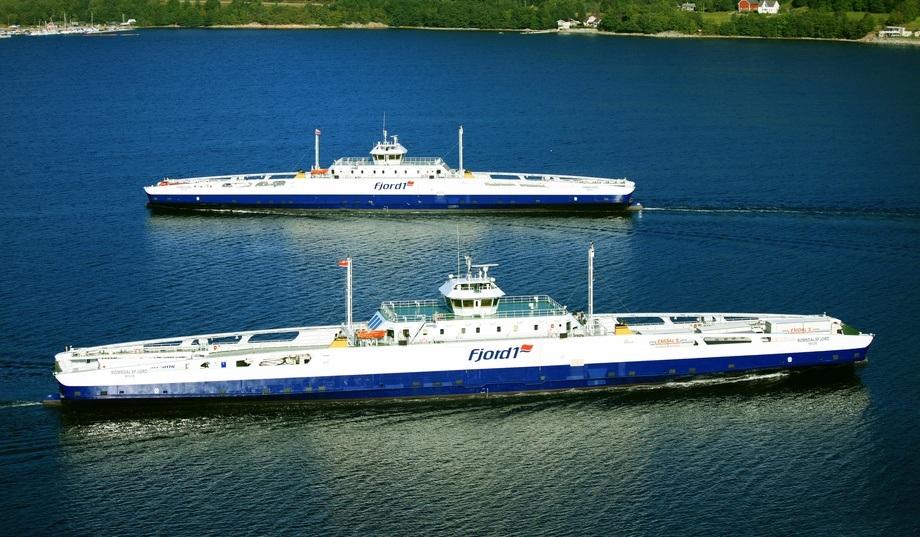Selskapet skriv at resultatbidraget har vore positivt frå alle segmenta: ferje, passasjerbåt, catering og turist. De forventar også vekst i omsetninga til neste år når nye kontraktar startar opp 1. januar 2020.Illustasjonsfoto av MF «Romsdalsfjord» og MF «Fannefjord». Foto: Fjord1.