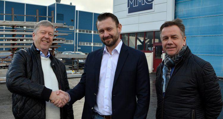 De nye majoritetseierne av MMC First Process, Leon Fauske og Leif Gjelseth. Konserndirektør i Havyard Group, Geir Johan Bakke til høyre. Foto: Havyard/MMC