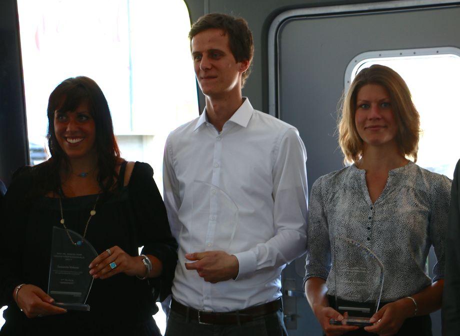 Fra venstre: Susanna Valenti, Heinrich Grümmer og Mathilde Andersen fikk utdelt årets Young Professional-pris fra DNV GL. Foto: Andrea Bærland