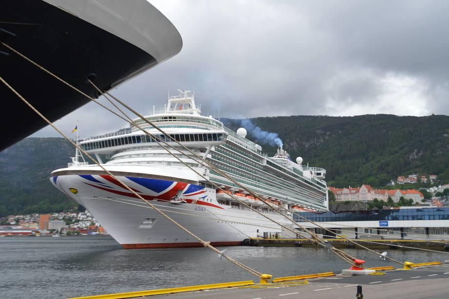 I cruise-sesongen er det travle dager på Bergen Havn.