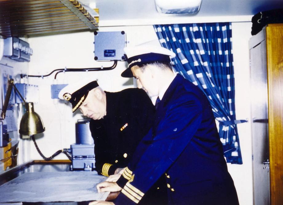 Kaptein Olav Mathiesen og Overstyrmann Arvid Stamnesfet ombord i TT Frosta