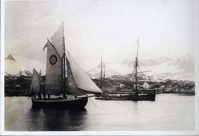 """RS 1 """"Colin Archer"""" fotografert i Lofoten i 1893/1894. Bildet er en gave til Redningsselskapets museum fra Kristine Olsen, Bruanlanes, datter av Nils Olsen som var bestmann om bord (fram til 1902) Foto: Redningsselskapet"""