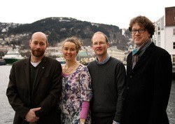 SAMARBEID: Prosjektgruppen består av (f.v) Livar Frøyland og Ingvild Eide Graff fra NIFES, Gunnar Mellgren fra klinisk institutt2 ved UiB og Kjell Morten Stormark ved RKBU Vest Uni-helse/UiB.