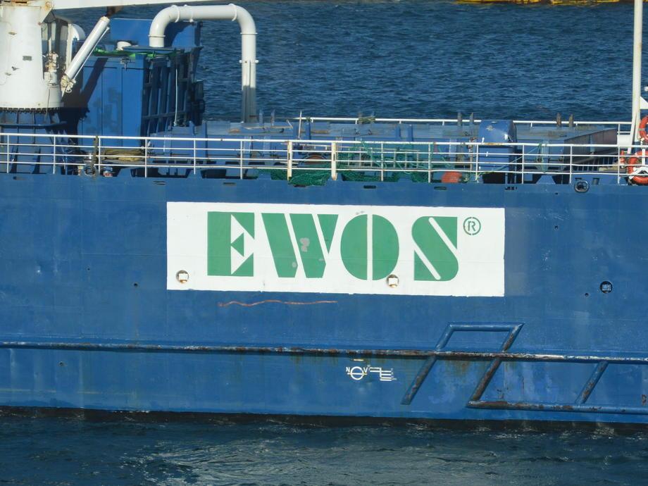 En av Ewos-fôrbåtene.