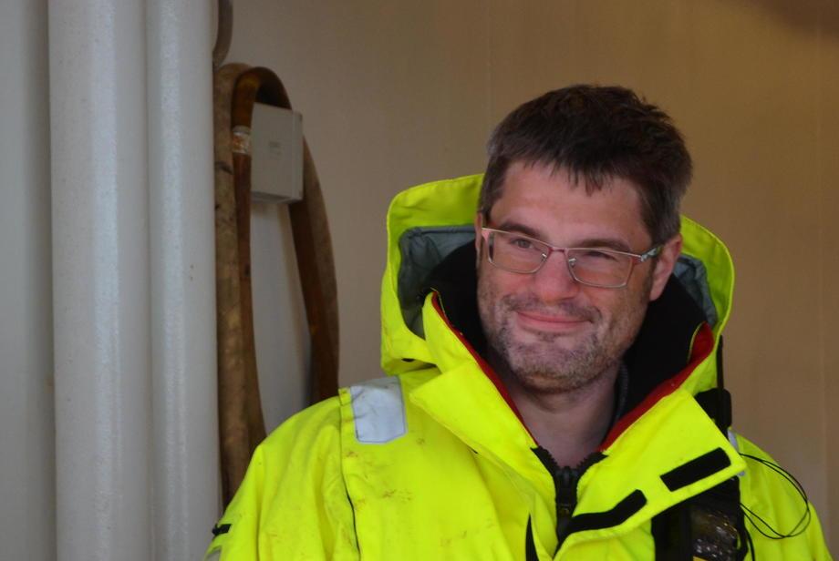 Michael Niesar, daglig leder i Sulefisk er fornøyd med luselaseren, men vil ha høyere effektivitet. Foto: Linn Therese Hosteland.